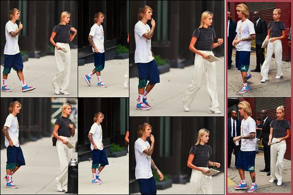 29/07/18 - Justin Bieber sortant de l'appartement d'Hailey Baldwin avec celle-ci dans Brooklyn, - NYC.Dans la même journée, notre couple quittait l'office de l'Hillsong Church dans Manhattan. Ils portaient la même tenue, petit top, peut mieux faire..