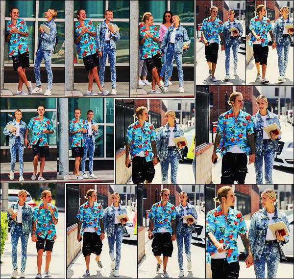 26/08/18 - Justin Bieber et Hailey Baldwin ont été aperçus sortant de l'hôtel Montage à Beverly Hills.Ensuite, ils ont été photographiés à leur arrivée à l'église Zoé, toujours à Los Angeles. Ils étaient très mignons, je lui accorde un petit top, et vous ?