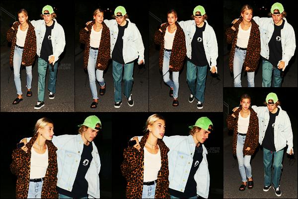 28/08/18 - Justin Bieber et Hailey Baldwin photographiés quittant un restaurant dans Los Angeles, CA.Je ne suis pas très fan de cette tenue qui est clairement désordonnée... c'est assez dommage mais c'est un gros flop ici. Et vous.. Qu'en pensez-vous?