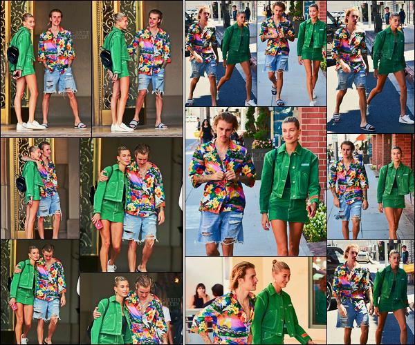 30/08/18 - Justin Bieber et Hailey Baldwin ont été aperçus sortant de l'hôtel Montage à Beverly Hills.Durant la journée, les deux amoureux ont été vus se rendant chez le médecin, toujours à Beverly Hills. Justin était encore très en couleur, petit top