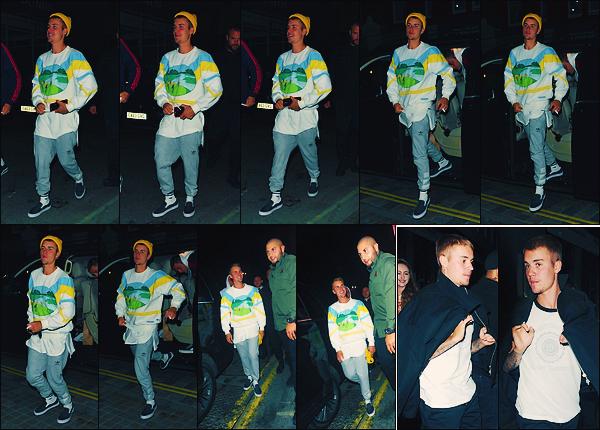 • 02 juillet2017 ||C'est quittant la boite de nuit le « Tape » que Justin à été photographier à Londres en Angleterre. Puis quelque heures avant il à été photographier sortant d'un restaurant, toujours dans Londres. Un flop pour les tenues ! •