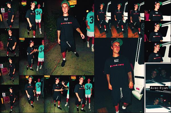 • 04 septembre 2017    Justin à été photographié quittant la boite de nuit « Delilah » à West Hollywood. C'est toujours en compagnie de son ami d'enfance, le canadian Ryan Butler que notre chanteur à été vu. Un petit top à la tenue noire !•