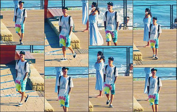 • 28 juillet 2017 || C'est profitant du beau temps que le canadien Justin Bieber à été photographier à Malibu dans LA. C'est tout souriant que le chanteur de 23 ans à été aperçue par les paparazzis. Un petit top à la tenue de Monsieur Bieber.•