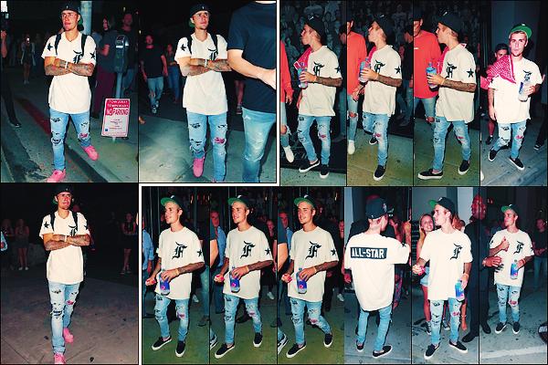 • 03 aout 2017 || Justin Bieber à été photographier quittant l'événement « Haynes x Karla » dans WH. Dans la même soirée, le chanteur canadien de 23 ans à été aperçue quittant le restaurant, le « Catch » avec des amis dans Los Angeles.•