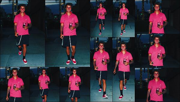 • 29 aout 2017 || Notre Justin à été photographié quittant le restaurant «  Il Pastaio » dans Beverly Hills. C'est tout souriant que notre beau canadien à été aperçue par les paparazzis. Cela fait plaisir à voir. J'accorde un petit top pour la tenue.•