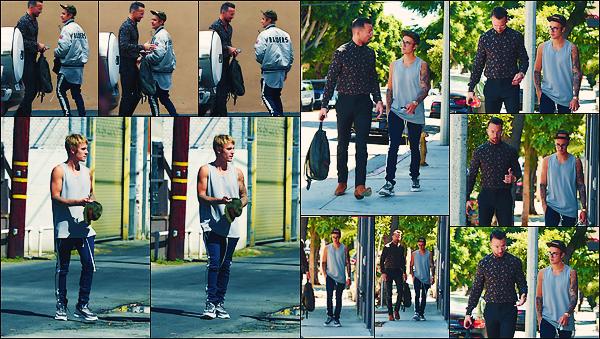 • 21 septembre 2017 || Justin Bieber à été photographié arrivant à un spa dans West Hollywood à LA. C'est encore et toujours en compagnie de son ami, Carl Lentz que le beau chanteur canadien à été aperçue. Un petit top pour sa tenue.•