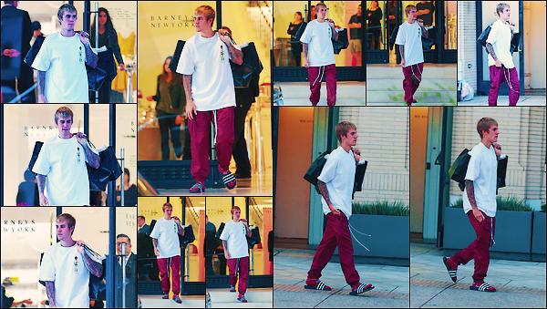 • 23 septembre 2017 || Notre Justin Bieber à été photographié sortant du « Barneys » à Beverly Hills. le ravissant chanteur canadien à été aperçue seul dans les rues de la belle ville qu'est Los Angeles. Un flop pour la tenue de notre Jay. •