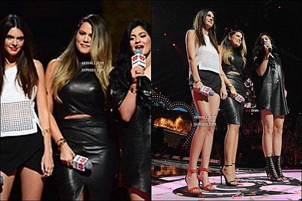 ........21/09/13 :toute la famille  étaient  au iHeart Radio Music Festival  à Las Vegas.........