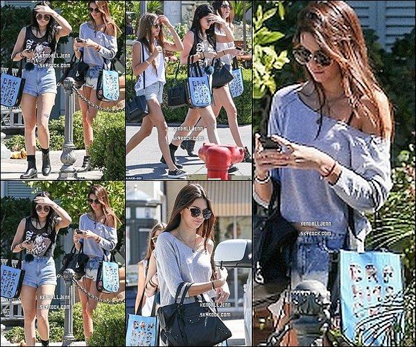 ....28/09/13 Kendall  et sa s½ur kylie ont été aperçue a calabasas  ....