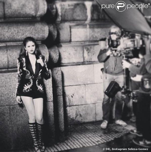 Photo de selena Gomez slow down backstage