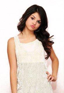 Les Menaces  Pleuvent  Sur Selena Gomez