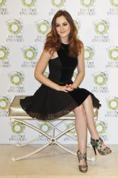 Spotted! Leighton Meester – 24 Novembre – Promotes 'Herbal Essences' in Madrid