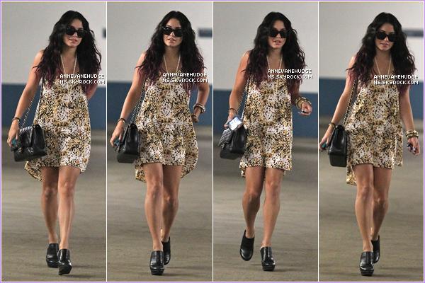 - CANDIDS | Vanessa sortant d'une réunion d'affaires, cacher dérière ces lunettes de soleil le 13 juillet 2012.  -