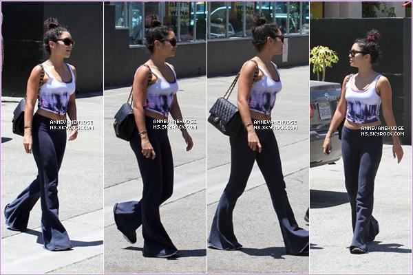 - CANDIDS | Vanessa, Stella H. et Austin B. ont était vu sortant de Studio Café à Studio City le 14 juillet 2012. CANDIDS | Plus tôt dans la journée VH est partit à son cours de dance à North Hollywood le 14 juillet 2012. -