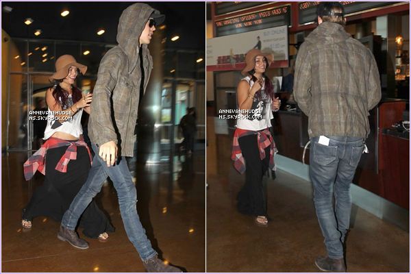- CANDIDS | V. et Austin B. son partit au cinéma voir «The Dark Night Rises» à Sherman Oaks le 20 juillet 2012. PHOTO PRIVER | Voici une photo de de Vanessa déguiser en Batman quant elle était petite. Elle et trop mimi! -