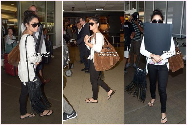 - CANDIDS   Vanessa et Austin, sont de retour à Los Angeles. Les pap'z les ont aperçus à LAX le 25 juillet 2012. -
