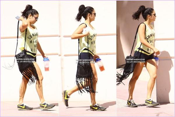- CANDIDS   Vanessa sortant de son cours de gym habituellele 28 juillet 2012. (Désoler pour mon absence). -