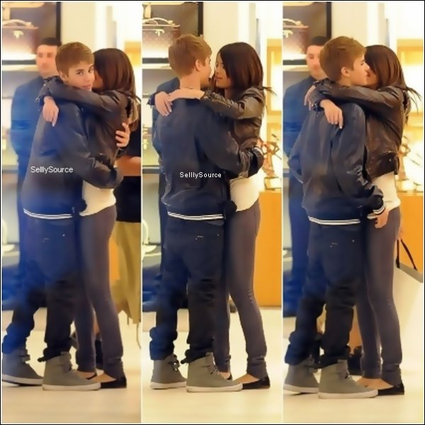 .  1ér Mars : Selena et Justin faisait du shopping dans un centre commercial à  Los Angeles.   .