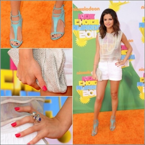 .02.04.2011 : Selly (juste sublime), était a la céremonie de  « Kids Choice Awards » .