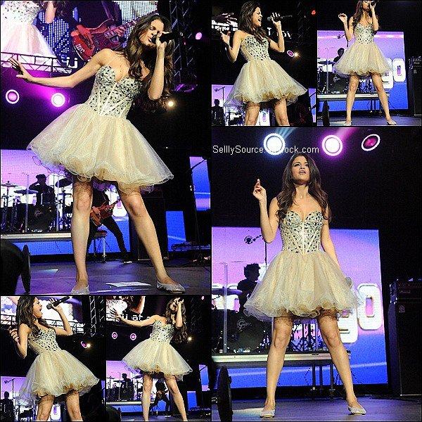 .17.05.2011 : S. performance des chanson durant les Wango Tango Concer.