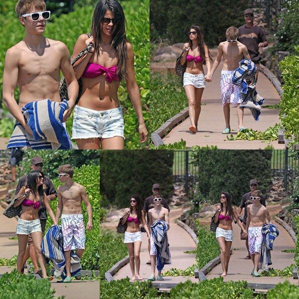 .23.05.2011 : Sel' et Justin Biber était a l'aeroport de Los Angeles.Direction : « Hawai.».Puis en train de se promenet dans Hawaii .