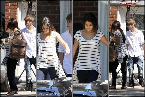 .3.05.2011  : Sel' quittant le domicile de J. Bieber..Après , le jeune couple , était dans une brasserie de« Saint-Mill   ».Sel' et Justin à Thompson Candies Rhéo.