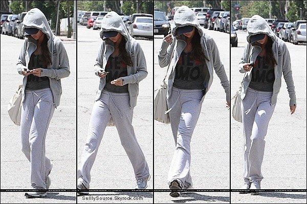 .13.06.2011 : Sel' commença son Monte Carlo Tour , a Santa-Monica.13.06.2011 : Puis , S. et sa mère se rendant a l'hôpital   .