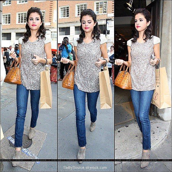 .6 Juillet : Selly faisait du shopping.Puis allant dans un restaurant Italien.Puis quittan Londres métropolitaine   .
