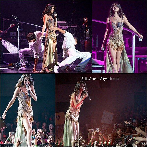 .30 Juillet : Selena continuait toujours sa tournée , à Clearwater en Floride .
