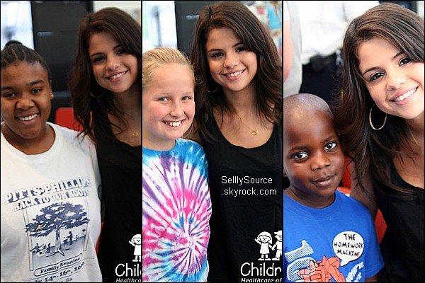 .2 Août : Selena   se rendu au  « Children's Healthcare ».Rendre visitez au enfant malades. Quelle  génèrosite !.