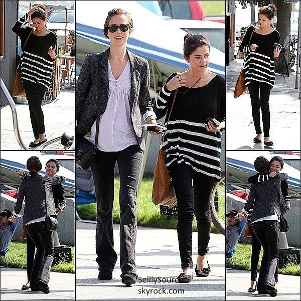 .26 Sepetembre 2011: Selena, et sa mére se rendait a l'hôpital..26 Septembre 2011: Selly, fesait le plein de sa voiture.