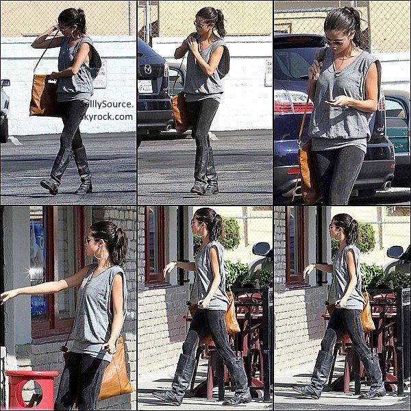 .29 Septembre 2011: Selly, allait déjeune (seul) chez IHOP .