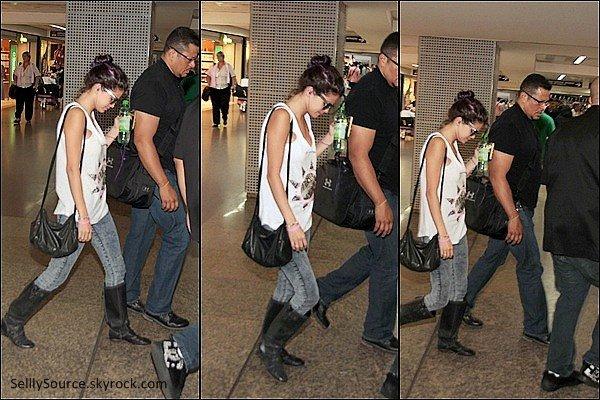 .04/02: Sel' donnait un concert à Rio De Janeiro.04/02: Après, on retrouva S., donnait une conférence de presse.04/02:Sel' se la coulai douce, a son hôtel, avec une piscine !.06/02:Sel' se rendait à Sao Paulo.