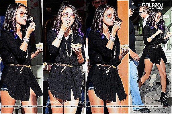 . 09/02: Sel' était de sortie dans Buenos Aires, avec sa glace en main.Le soir même, Sel' y donnait un concert.