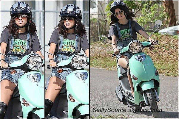 """. 29 Février: Le tournage de """"Spring Breakers"""" a commené, Sel' Ash' et Baby V' y fésait de la moto pour une scène."""