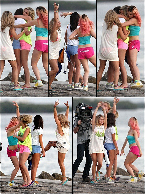 . 12 Mars 2o12:  Selly, et ses co-star sur le tournage de Spring Brekars, elle s'y rendait sur une plage.+Photo perso.