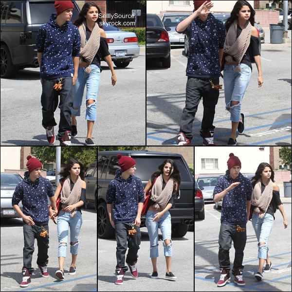 .6 Avril: Jelena se promenait dans des rues de LA, puis allant à un fas-food.Le 7 Avril, Sel' quittant un SPA..