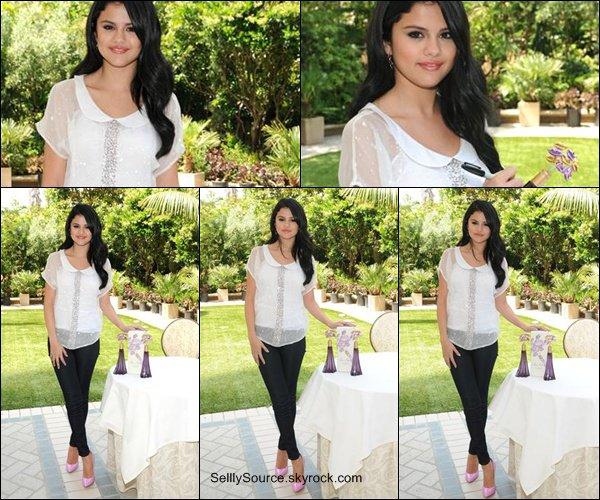 """.Découvre un shoot de Selena pour le magazine """"Interwien Magazine""""   ."""