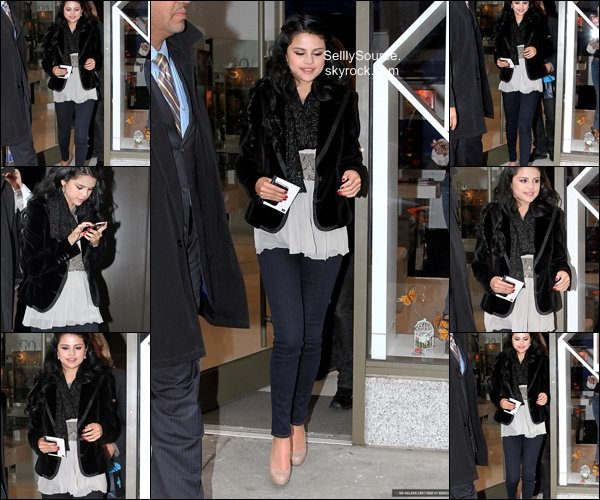 .Rattrapage des news, que j'ai manquée !. 11 Avril : Sel' fesait du shopping à Madison Avenue, a New-York..16 Avril : Sel' et Justin allait voir le match des Lakers. .