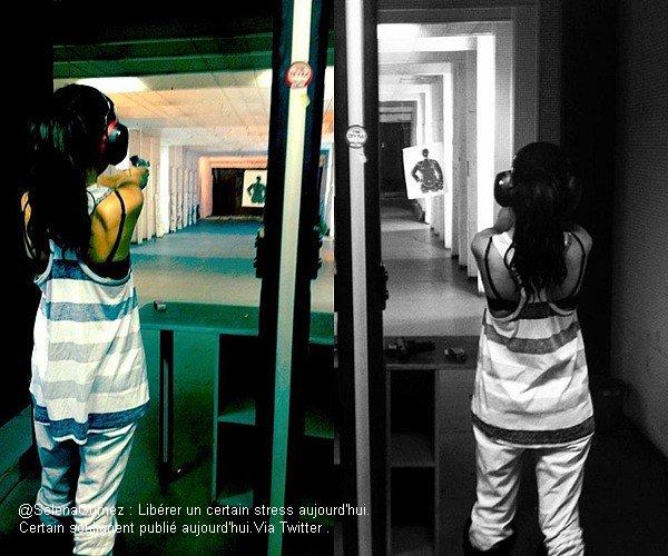 """. Découvré 2 photo personnel, de Sel' posté sur son Facebook..Selena et sa cousine Priscilla, s'entrain au """"tir à feu"""",pour son film ."""