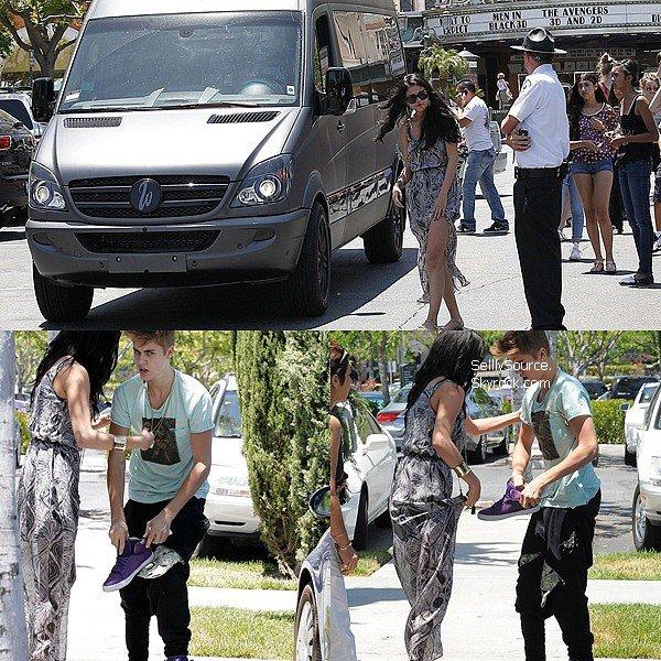 . 27 Mai : Sel' et Justin quittant un cinéma à Calabasas Califonie.Justin eu une petite altercation, avec un paparazzi !.