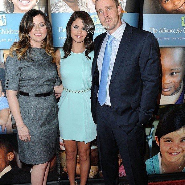 .12.06.2012 : Sel' à accompagnée sa mère, pour aidée les enfants pauvres..