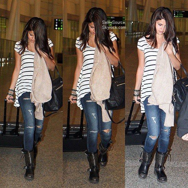 .14.06.2012: Sel' quittant un resto' en compagnie de quelque amis.Sel' été à une fête à LA en compagnie de Samantha Droke..