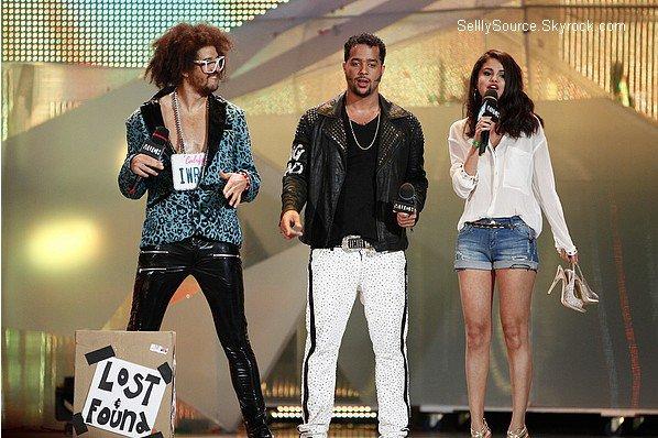 .17.06.2012: Selly toute magnifique été au MuchMusic Vidéo Awards..