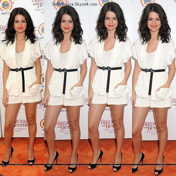 .20.07.2010 : Selena et Joey King été à l'avant-première de leur film à LA qui es «Ramona & Beezus» .