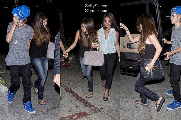 .05.07.2012: Selly, en compagnie de Justin B. es d'un amie quittant le Poivre Rose Thai Restaurant à Hollywood..06.07.2012: Selena, s'es rendu à une station d'essence pour remplir la voiture à Los Angeles, ca.  .