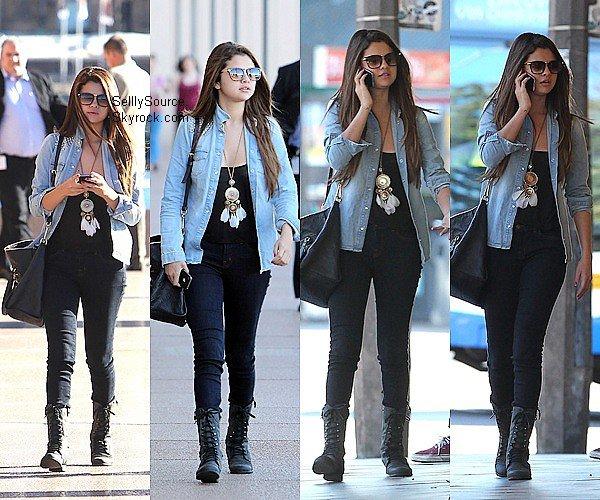 .17.06.2012 : Selena à été vu entrain de faire du shopping à Bondi Beach,Sydney.Elle y acheté peu d'habits, et une glace. .