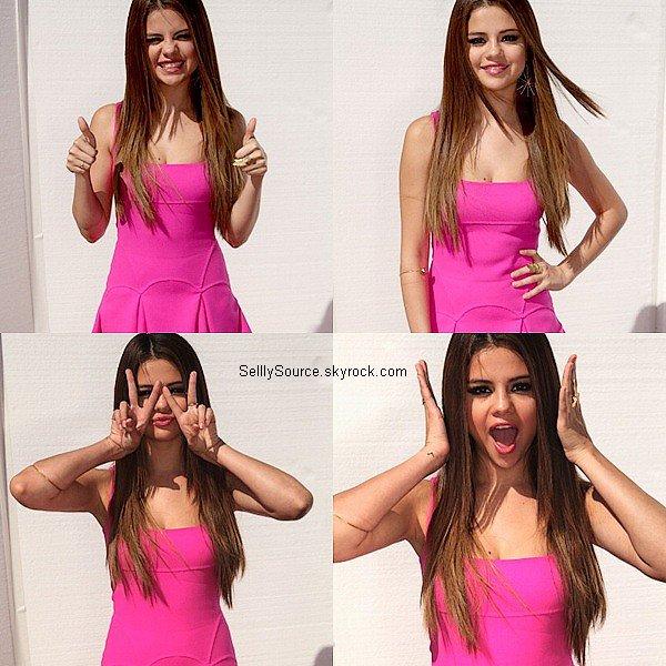 .22.07.2012: Selena s'es rendu au Teen Choice Awards, elle gagnait 1 prix. La tenue es un TOP !.