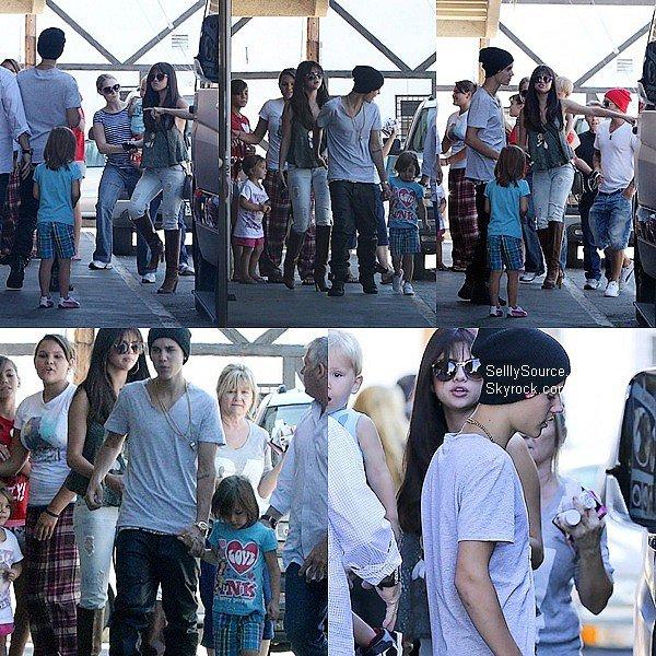 .27.07.2012: Sel' et Justin sont allée mangé à «Sushi Dan» à Studio City..