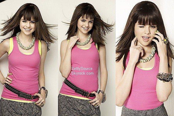 .Découvre un photoshoot de Selena de «Seventeen» datant de 2009..